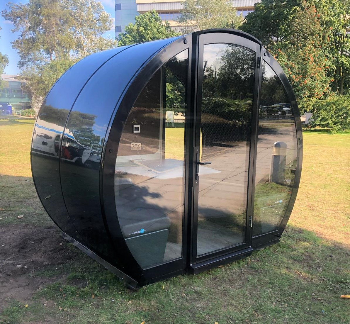 4 person fully enclosed outdoor pod